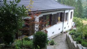 Erweiterung eines Wohnhauses am Hang